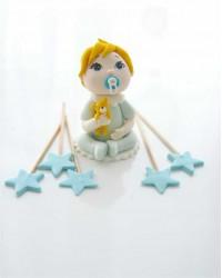 Сахарная фигурка из мастики «Малыш с желтым зайчиком», Казахстан